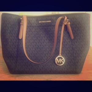Michael Kors Tote and lg trifold wallet EUC